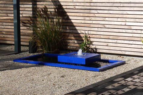 moderne gartenbrunnen alumento gartenbrunnen mit 2 meter becken und alu