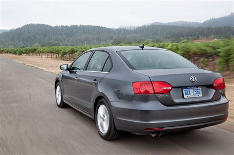 volkswagen jetta rear 2014 volkswagen jetta rear three quarters in motion photo 4