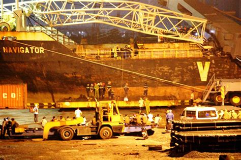 shelters in ta crane crashed on containership fortune navigator in ta thuan port rescue