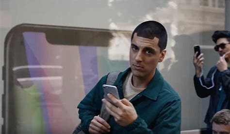 samsung mocks apple iphone x and notch worshiping users in galaxy commercial hothardware
