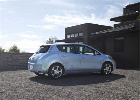 Toyota Leaf Who Buys A 2011 Nissan Leaf Toyota Prius Owners Of Course