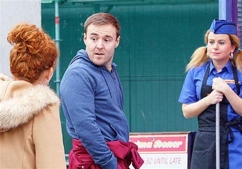 coronation street hair transplants coronation street cast tyrone dobbs actor alan halsall