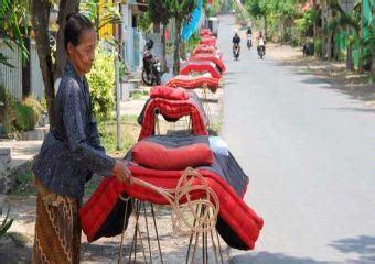 Kasur Kapuk Di Jakarta tradisi aneh dan unique mepe kasur di banyuwangi unique news