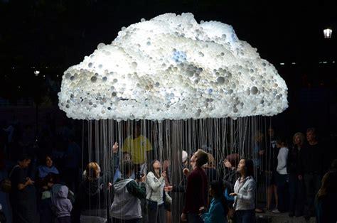 an interactive cloud made of 6 000 light bulbs colossal - Swing öffnungszeiten