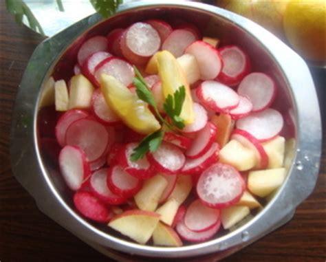 cuisiner les radis roses salade de radis aux pommes recettes a cuisiner le