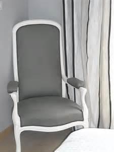 fauteuil voltaire pas cher cuisine les tissus d ameublement de bertrand au fil des pages avec tissu ameublement
