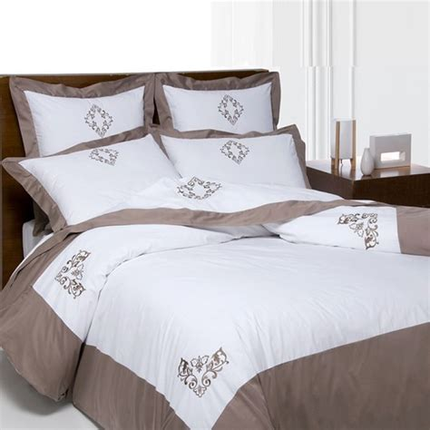 Housse De Couette Brodee housse de couette brod 233 e 2 taies 65x65 percale satin
