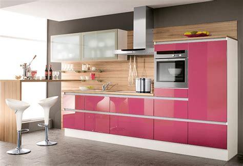 muebles de cocina  medida en colores fuertes en zona