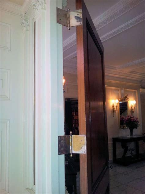 wide swing door hinges i dig hardware 187 tbt wide throw hinge