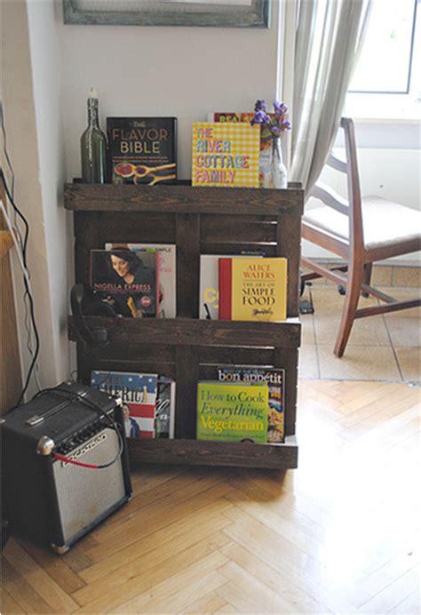 membuat rak buku daur ulang nat s living ide daur ulang furnitur