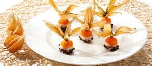 physalis dekoration physalis bessen in chocolade mooie decoratie eatme nl