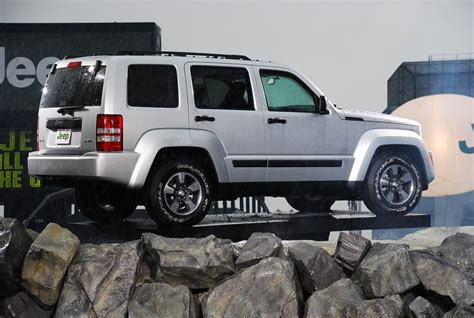 how cars run 2008 jeep liberty security system 2008 jeep liberty photo gallery autoblog