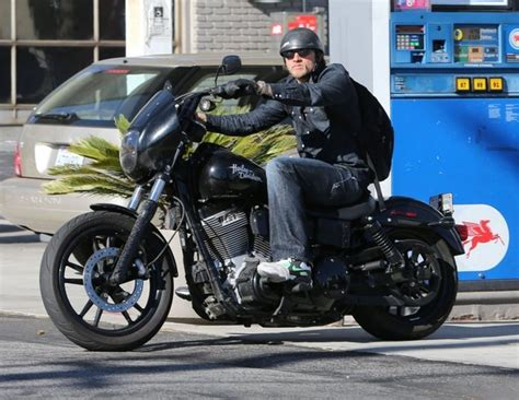 Sons Of Anarchy Motorrad by Charlie Hunnam Photos Photos Charlie Hunnam Rides His