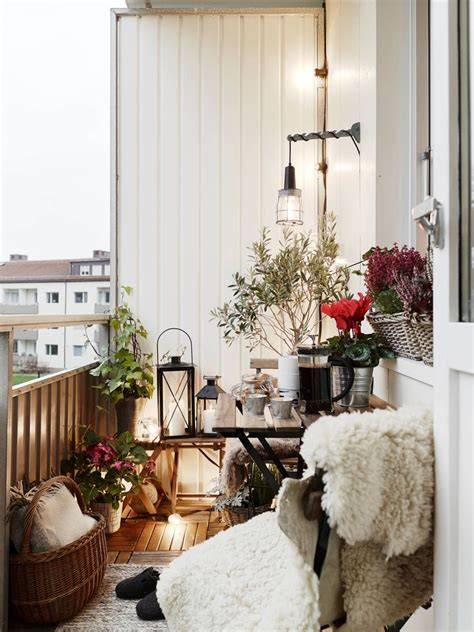 winter decorating themes make your own winter with these winter balcony