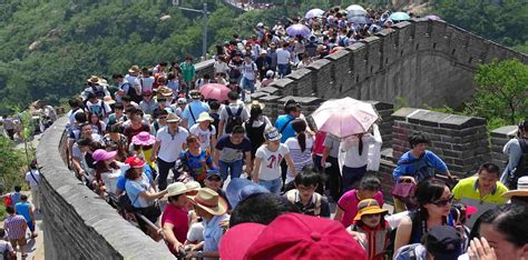 crowd   great wall  china