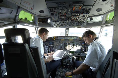 cabina di pilotaggio aereo piloti esperti e cadetti per ryanair possibilit 224 di