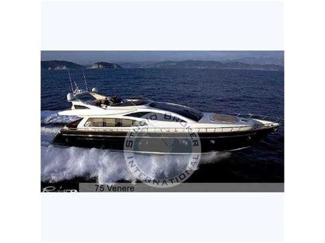 zeilboot dubbele kiel koop riva venere 75 motorboten