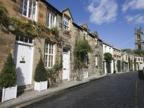 2 bedroom house edinburgh 2 bedroom mews for 4 in edinburgh new town car park