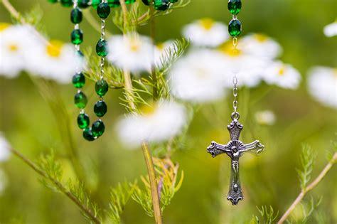 jesucristo imagenes en hd un rosario con jesucristo hd 2048x1365 imagenes