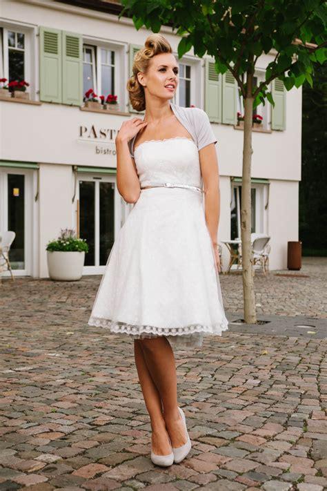 Brautkleider 50er Stil by Kurzes Brautkleid 50er Jahre Mit Petticoat Spitze Und T 252 Ll