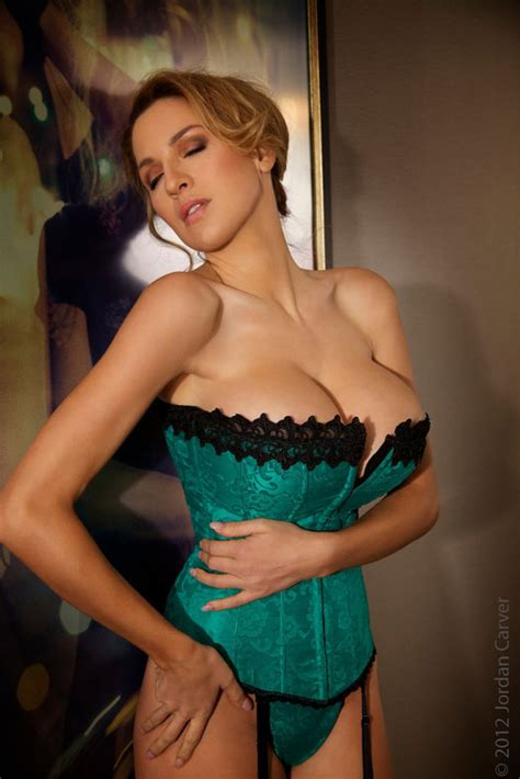 jordan carver major cleavage hotgirls jordan carver big cleavage in big night