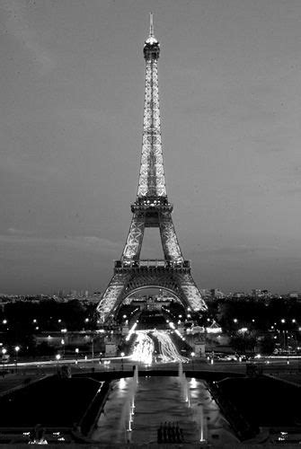 Eiffel Tower by night (black and white photos) | Black and