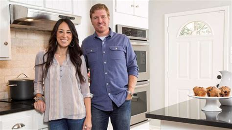 fixer upper cast fixer upper what time is it on tv episode 11 series 3