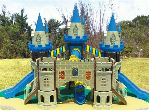 backyard castle playhouse how to make an outdoor castle fortikur castle