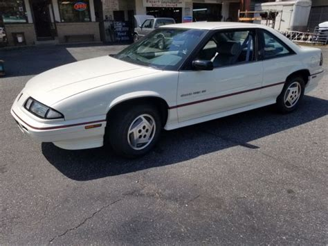 how to learn about cars 1988 pontiac grand prix lane departure warning look one owner 1988 pontiac grand prix garage kept low miles meticulously owned
