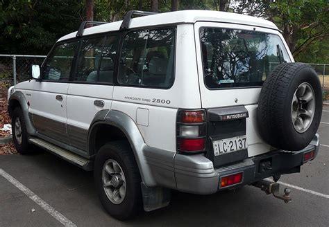 file 1993 1996 mitsubishi pajero nj gls wagon 01 jpg