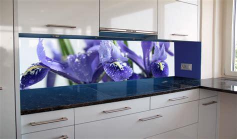 blaue schränke küche wohnzimmer regal dekorieren