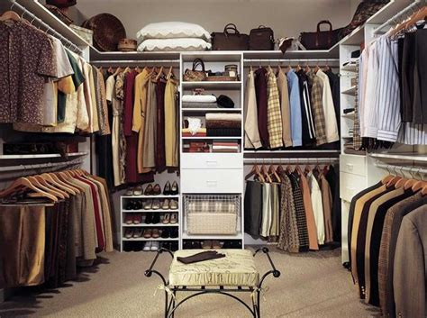 How To Organize Your Walk In Closet by How To Organize A Walk In Closet With Seating Home Interior Exterior