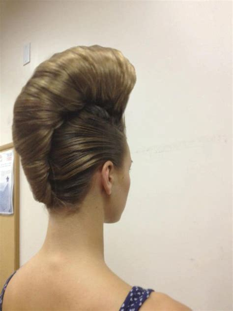 photos of tall beehive bouffant updos oltre 1000 immagini su a french twist su pinterest grace