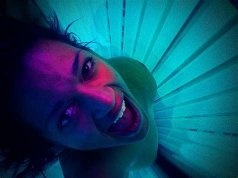 girl tanning bed skin cancer tanning bed ban for minors new jersey law limits teens