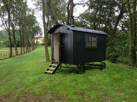 tuin prins charles holiday shepherds hut delivered to west dorset poolkeet