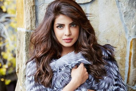 Latest Priyanka Chopra Hot HD Pictures and 1080p ...