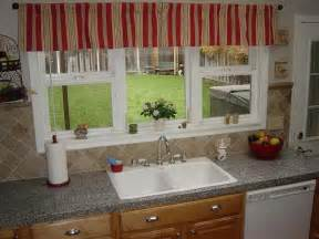 Kitchen Window Decorating Ideas by Miscellaneous Window Treatment Ideas For Kitchen Bay