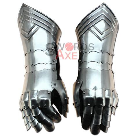 Armoir Gloves armor gauntlets templar
