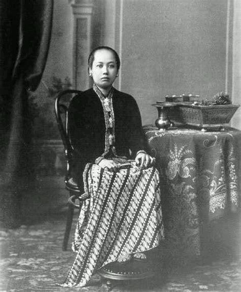 Batik Sultan B yakin kebaya itu pakaian asli indonesia cari tau dulu
