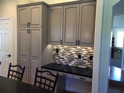 glaze on oak cabinets refinishing oak cabinets with glaze roselawnlutheran