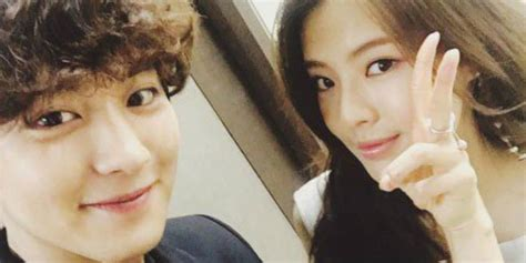 exo s chanyeol leaves a friendly comment under actress lee
