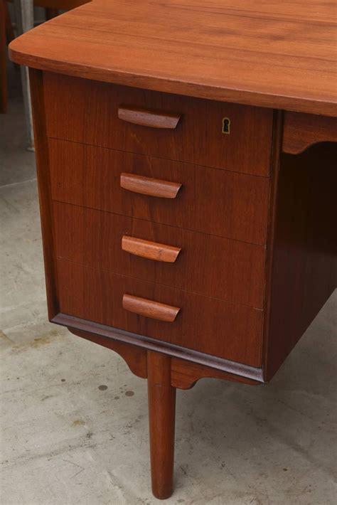 vintage 1950s mid century modern teak desk at 1stdibs