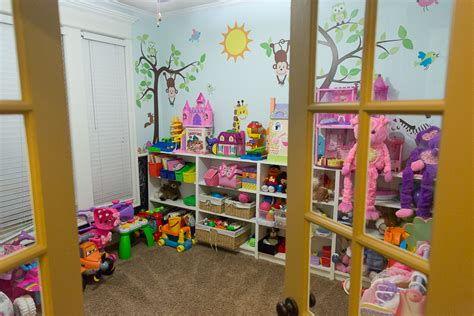 33 ideas to decorate and organize a kid s room digsdigs how to organize kids playroom houseofphy com
