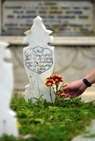 mengkhususkan ziarah kubur menjelang ramadhan muhsinbudiono