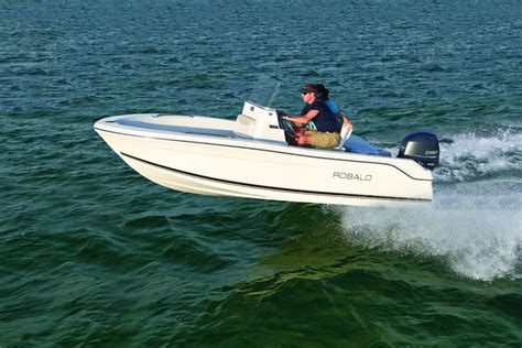 center console boats under 20k robalo boats unveils affordable r160 on the water
