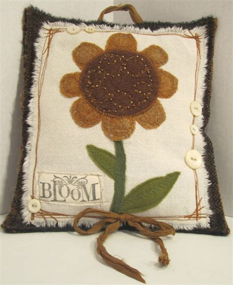 applique country 324 best primitive country pillows images on
