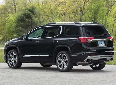 cars like gmc acadia redesigned 2017 gmc acadia goes on a diet consumer reports