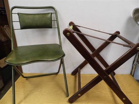 Folding Chair Stand by 4 Folding Chairs Stand October 3 Consignment K Bid