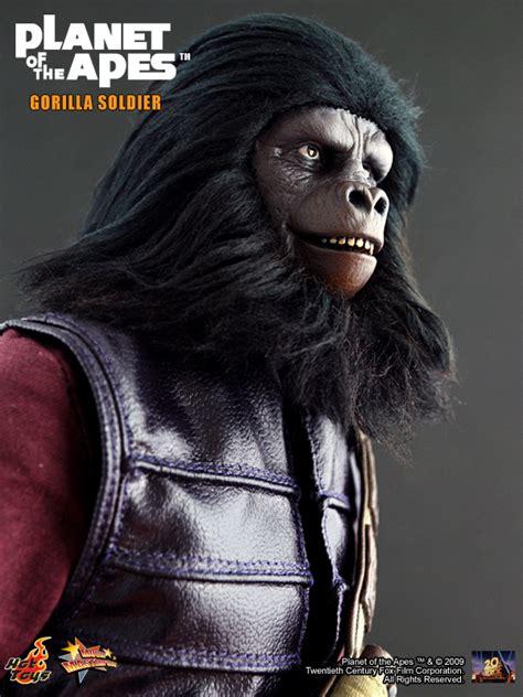 hot toys planet   apes general ursus gorilla soldier ybmw