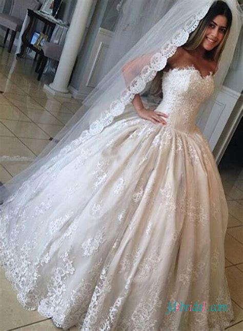 H1565 Inexpensive Vintage Princess lace ball gown wedding